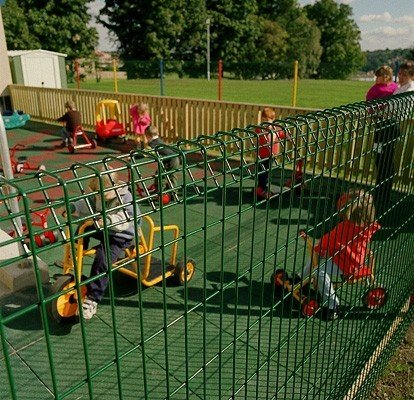 A photo of roll top fencing for a school