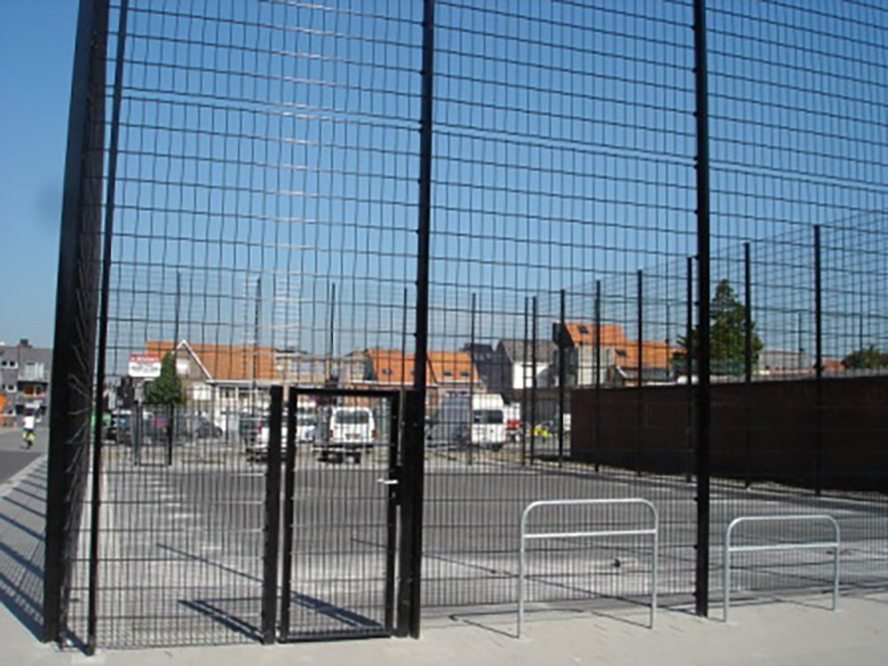 A photo of a Bekasport BBEKASPORT FENCE AROUND A BASKETBALL FIELD in SINT-NIKLAAS