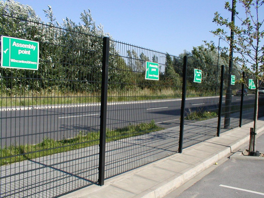 A photo of a Heras Pallas Lite mesh Fence