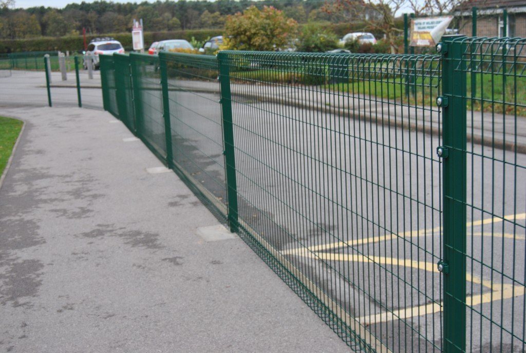 A photo of a Heras Apollo Rolled top Fencing